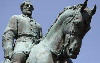 Socha generála Roberta E. Leeho v Charlottesville
