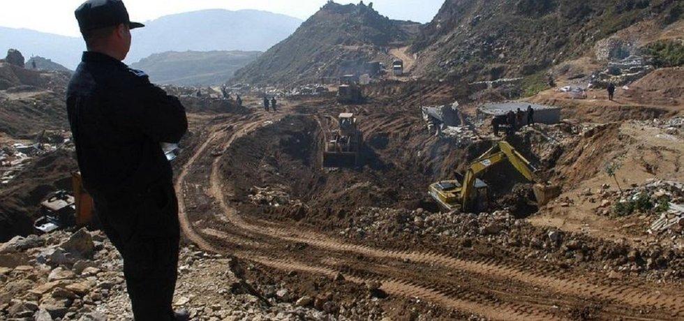 Nelegální čínský důl, kde se těží wolfram. Ilustrační foto.