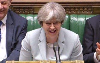 Britská premiérka Theresa Mayová v parlamentu