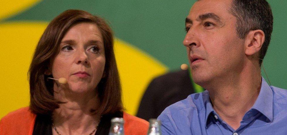 Katrin Göring-Eckardtová a Cem Özdemir ze strany Zelených jsou ochotni vyjednávat o utvoření vládní koalice