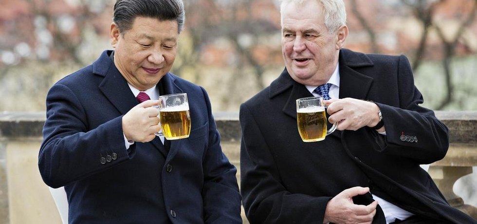 Prezident Miloš Zeman (vpravo) a jeho čínský protějšek Si Ťin-pching