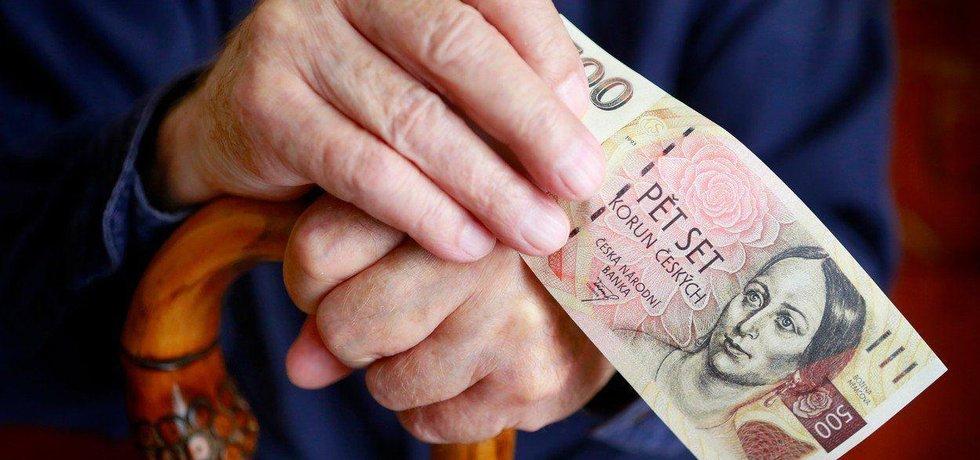 Důchodce a peníze, ilustrační foto