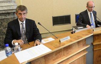 Ministr financí Andrej Babiš a premiér Bohuslav Sobotka (vpravo), ilustrační foto.