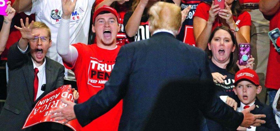 Donald Trump před svými příznivci