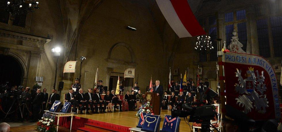 Prezident Miloš Zeman pronesl projev na úvod slavnostního ceremoniálu 28. října na Pražském hradě, při němž u příležitosti výročí vzniku samostatného československého státu uděloval státní vyznamenání.
