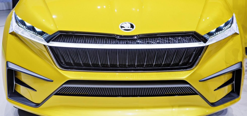 Přední část prvního čistě elektrického vozu Škoda Vision iV