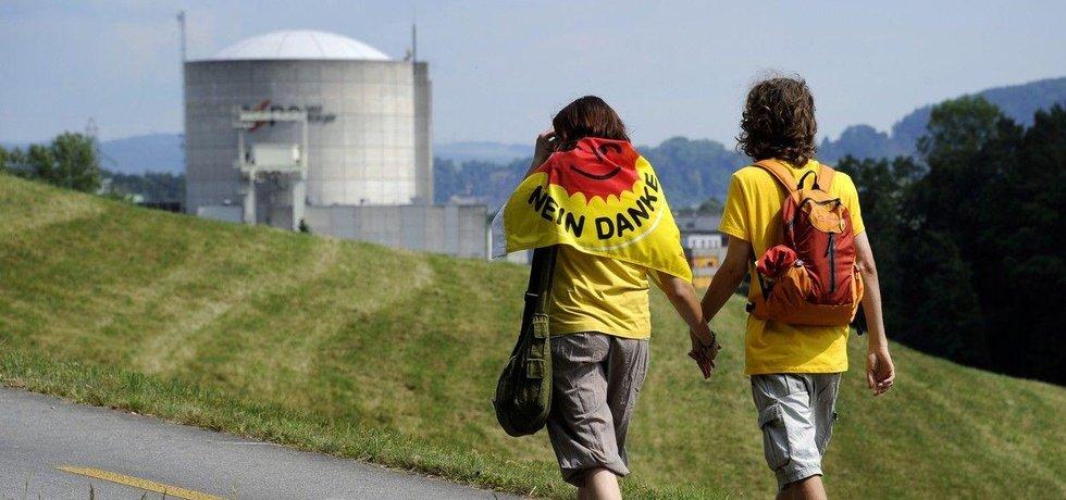 Nejstarší švýcarská jaderná elektrárna Beznau je častým cílem protestů kritiků atomové energetiky.