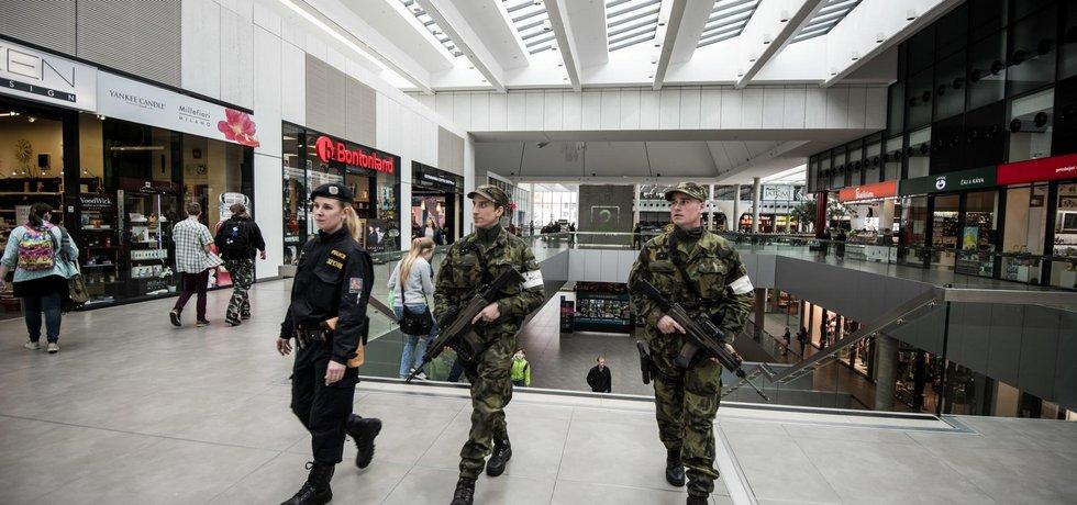 Ostré nasazení. Požadavků na české vojáky přibývá, s kvalitou výstroje to ale je horší.