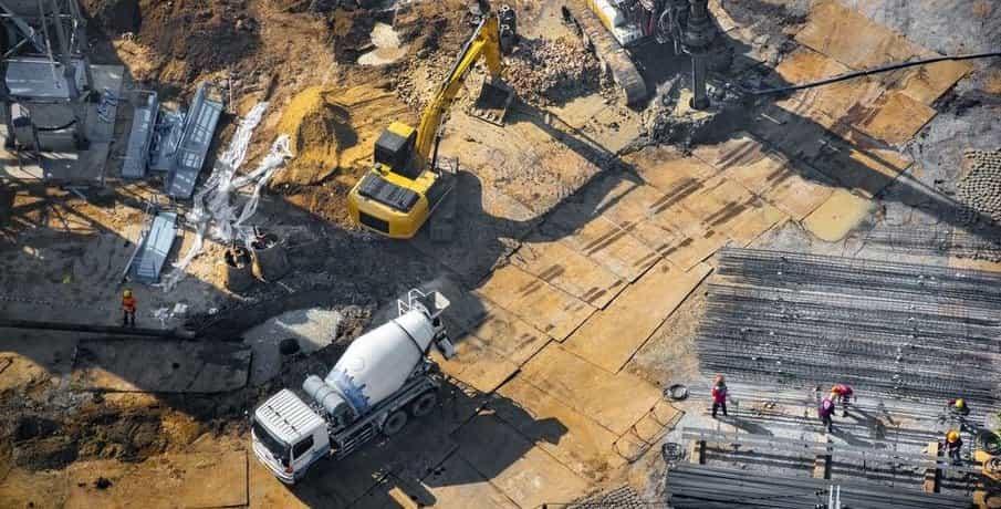 Písek je klíčovou surovinou ve stavebnictví, ilustrační foto