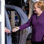 Německá kancléřka Angela Merkelová navštívila při příležitosti zahájení výroby elektromobilu ID.3 továrnu Volkswagenu ve východoněmeckém Cvikově