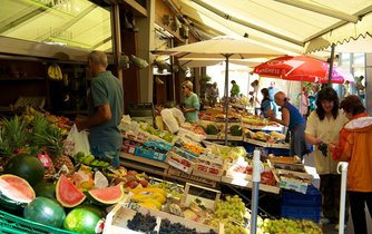 Zboží na trhu v německém Augsburgu