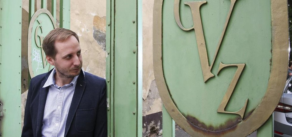 Dáte si sklepmistra? Vladimír Kurka, zástupce třetí generace podnikatelské rodiny Kurků, má na starost České vinařské závody - včetně tradičních značek nevalné pověsti.