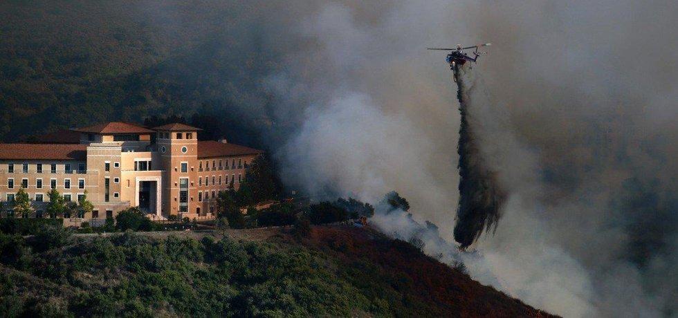 Donald Trump vyhlásil v kalifornských oblastech zasažených ničivými požáry stav katastrofy