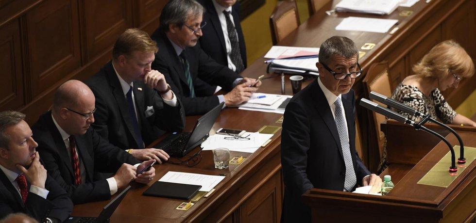 Šéf hnutí ANO Andrej Babiš podezřelý z majetkových machinací kvůli 50milionové dotaci pro projekt tzv. farmy Čapí hnízdo se obhajuje před poslanci
