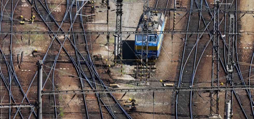 Kam s tratí. Při plánování vysokorychlostní železnice se ukazuje, že zejména v okolí velkých měst ji už není kudy vést.