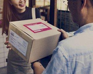 Doručovací služby nezvládají nápor před Vánoci. Poradíme, jak balík doručit s jistotou včas