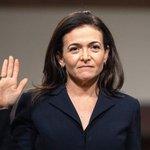 Sheryl Sandbergová přísahá před slyšením v americkém Senátu. Září 2018.