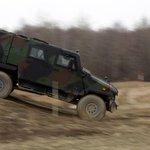 Těžká váha. Překážky včetně ostrého klesání a stoupání dobře otestovaly i možnosti obrněnce Eagle z koncernu General Dynamics European Land Systems.