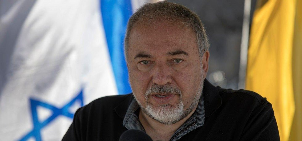 Izraelský ministr obrany Avigdor Lieberman rezignoval