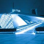 Opera v jihočínském Kantonu je jedním ze tří největších divadelních sálů v Číně. Návrh pochází z pera proslulé architekty Zahy Hadidové. Opera vyšla Číňany na 200 milionů dolarů (5 miliard korun).