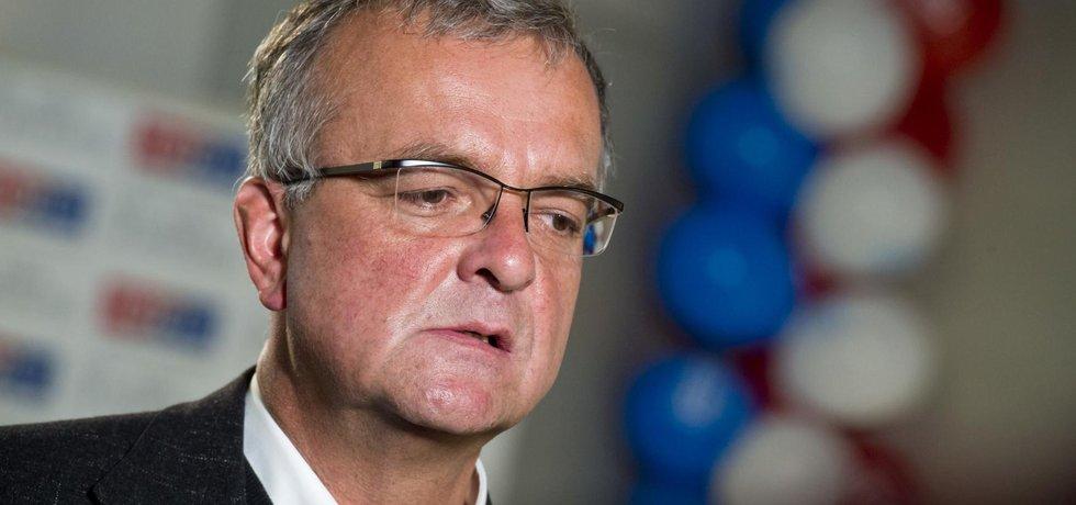 Předseda TOP 09 Miroslav Kalousek nebyl spokojen s výsledky krajských a senátních voleb.