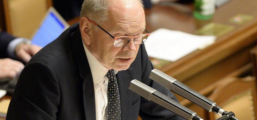 Ministr financí Ivan Pilný v Poslanecké sněmovně