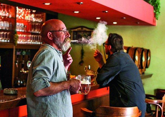 dnes večer euro kouření