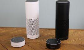 Amazon Echo je prostřednictvím své virtuální průvodkyně Alexa schopen doslova komunikovat s uživatelem.
