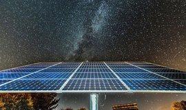 Fotovoltaická revoluce? Energii ze slunce umíme vyrábět i v noci, tvrdí Australané