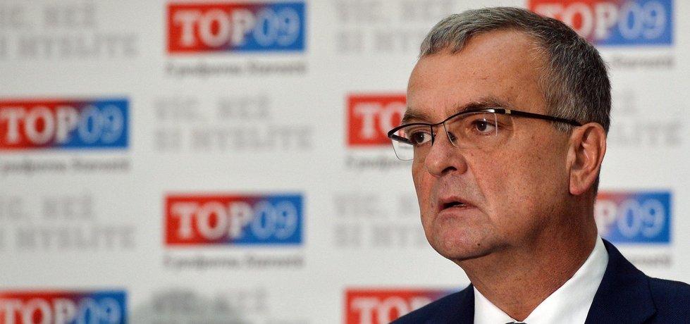Předseda strany Miroslav Kalousek vystoupil 25. října v Praze na tiskové konferenci TOP 09 k aktuální politické situaci a probíhající schůzi Poslanecké sněmovny.