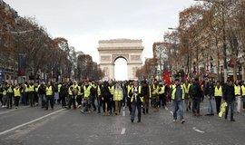 Demonstranti v Paříži