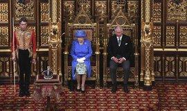 Královna Alžběta II. během představení vládního programu