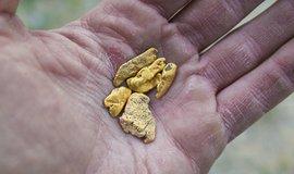 Těžaři zlata zelenají. Investoři chtějí obchodovat s kovem s nulovou uhlíkovou stopou