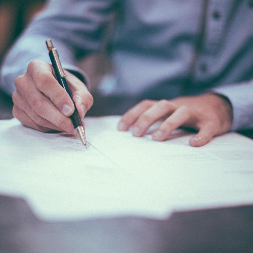 Smlouva - ilustrační foto