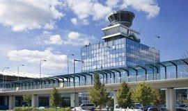 Řídící věž na pražském Letišti Václava Havla