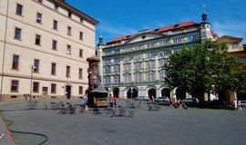 Liduprázdné Malostranské náměstí