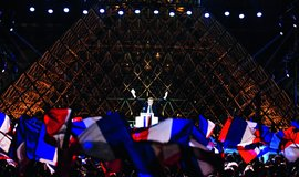 """Nezklamu vás. Emmanuel Macron po zvolení před Louvrem prohlásil, že Francie čelí """"obrovskému úkolu"""", svět ji """"sleduje a čeká, zda obhájí ducha osvícenství"""". Nezklamu vás, slíbil."""