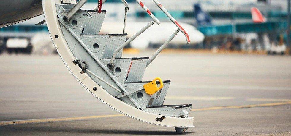 Letadlo na letišti, ilustrační foto