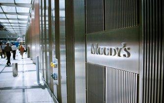 Mezinárodní ratingová agentura Moody's Investors Service snížila hodnocení úvěrové spolehlivosti Británie