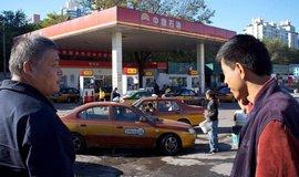 Čerpací stanice v Pekingu firmy PetroChina.