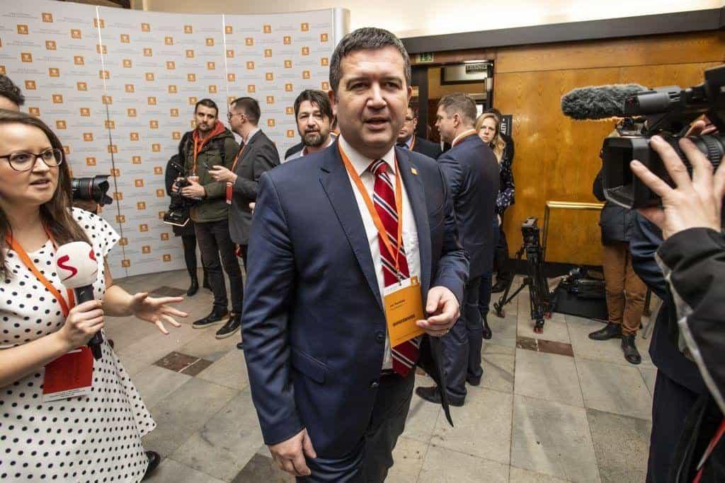 Post předsedy na stranickém sjezdu ČSSD obhajuje Jan Hamáček.
