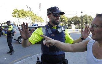 Policie celé místo uzavřela