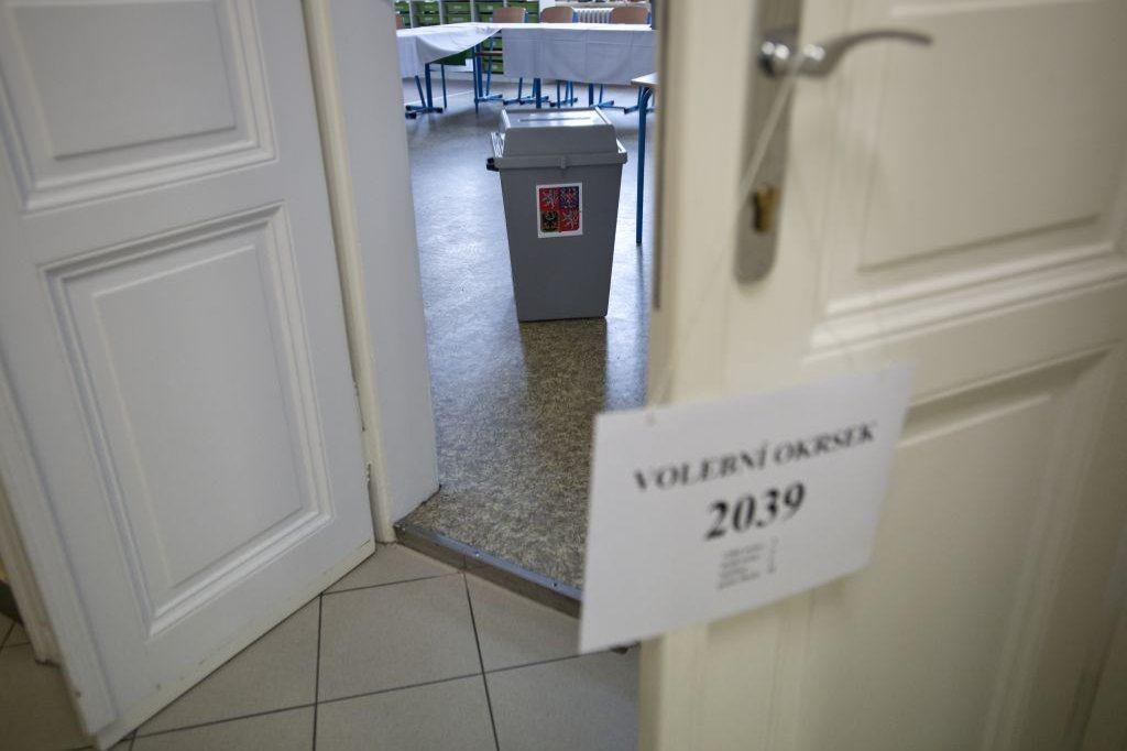 Volební místnost v Základní škole svatého Štěpána v Praze