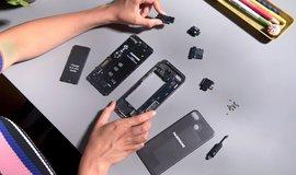 Fairphone, telefon s řadou nahraditelných součástek.