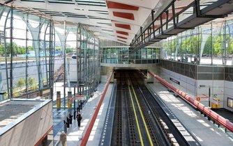 Metro a autbusy budou jezdit častěji