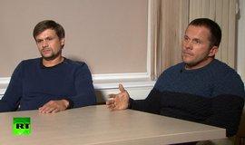 Ruslan Boširov (vlevo) a Alexander Petrov během rozhovoru s televizí RT