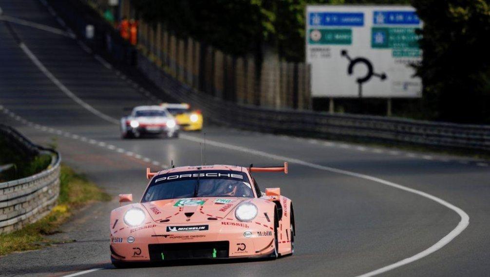 Tovární tým Porsche GT lakem jednoho ze svých vozů připomíná prototyp 917/20, který v Le Mans závodil v roce 1971 a růžovou barvou způsobil senzaci. Přezdívá se mu pink pig (růžové prase).