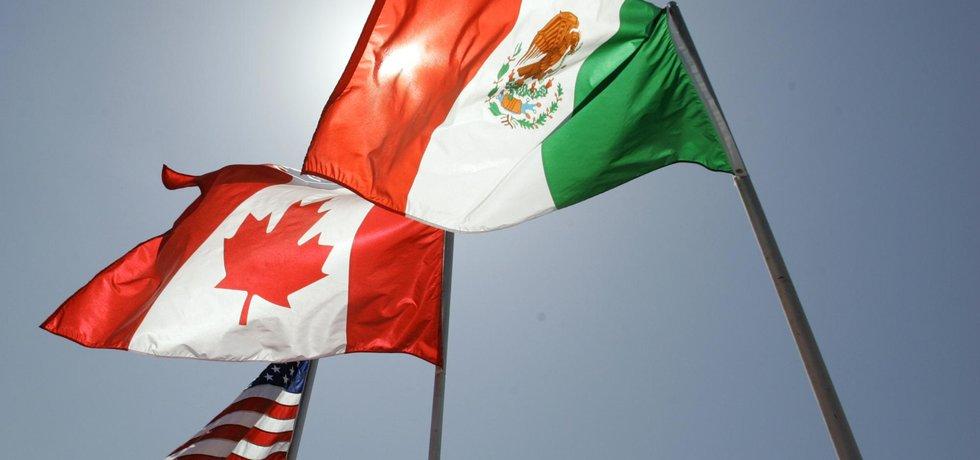 Vlajky zemí jednajících o budoucnosti dohody: Kanady, USA a Mexika.