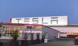 Tesla prohlubuje ztrátu. Náklady vzrostly kvůli přípravě na prodej nového, levnějšího sedanu Model 3