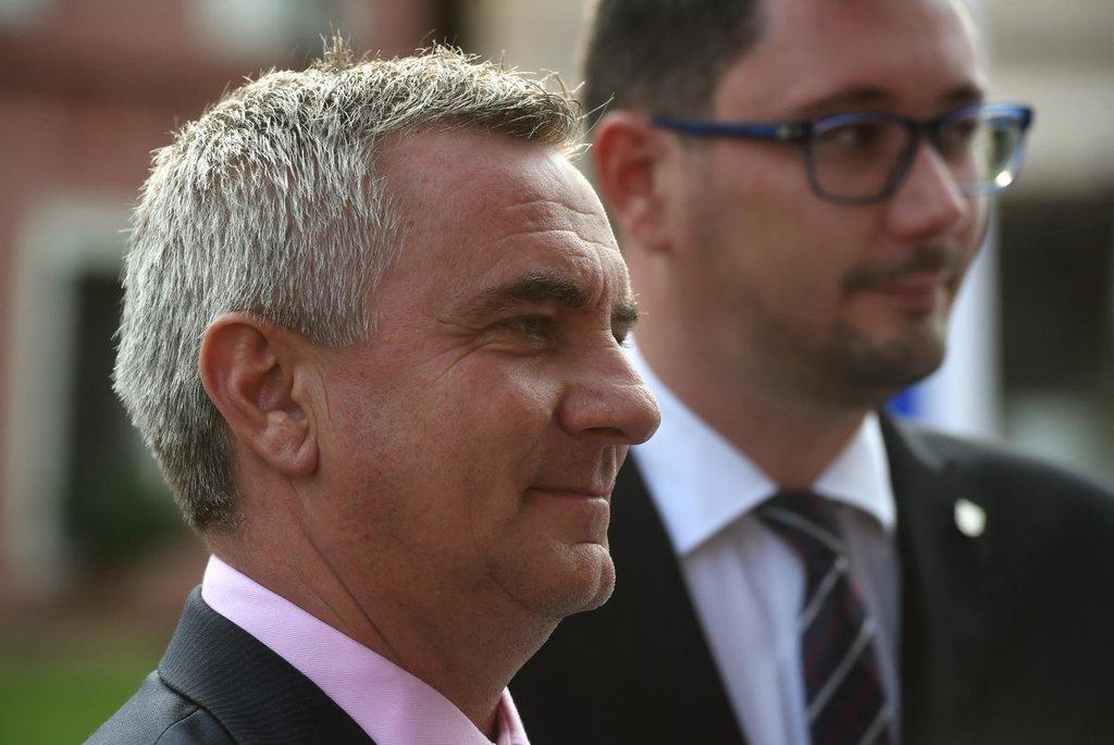 Tiskový mluvčí prezidenta Jiří Ovčáček (vpravo) a kancléř Vratislav Mynář